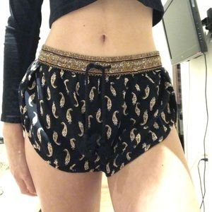 Lightweight shorts with print
